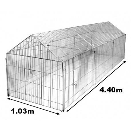 enclos poule d 39 une longueur de pour les lapins les poules. Black Bedroom Furniture Sets. Home Design Ideas